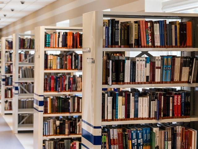 Tentteihin voi lukea yliopiston kirjastossa